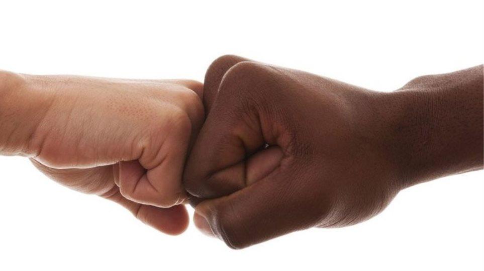 Περίπατος κατά του ρατσισμού από τη Βουλή στο Μέγαρο Μαξίμου