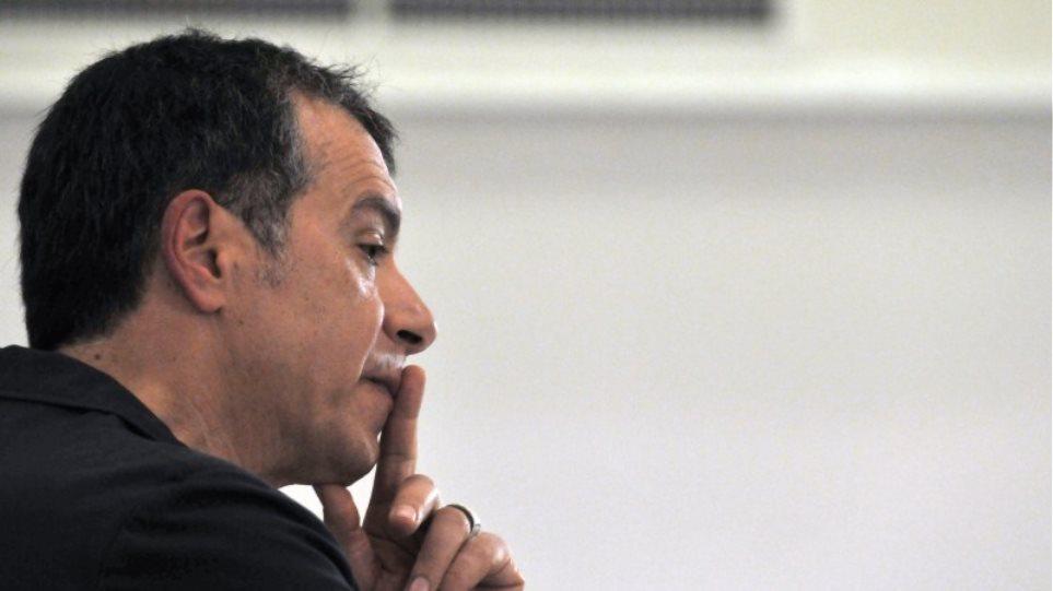 Στ. Θεοδωράκης: «O Τσίπρας πρέπει να διαλύσει τις σκιές ενός Grexit ή Graccident»