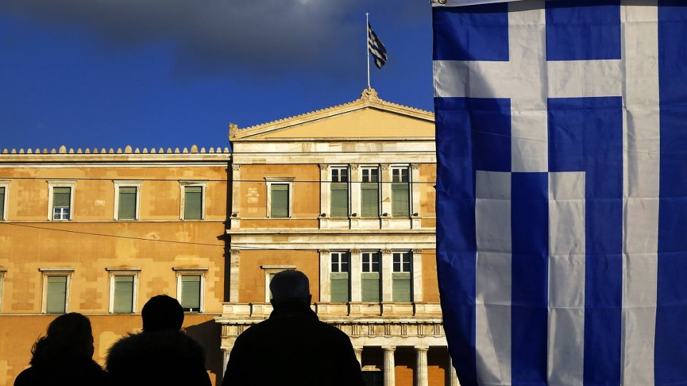 Business Insider: Υψηλός ο κίνδυνος χρεοκοπίας και εξόδου της Ελλάδα από το ευρώ
