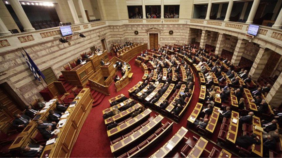 ΣΥΡΙΖΑ και ΑΝΕΛ υπέρ της κατεπείγουσας διαδικασίας του νομοσχεδίου των 100 δόσεων