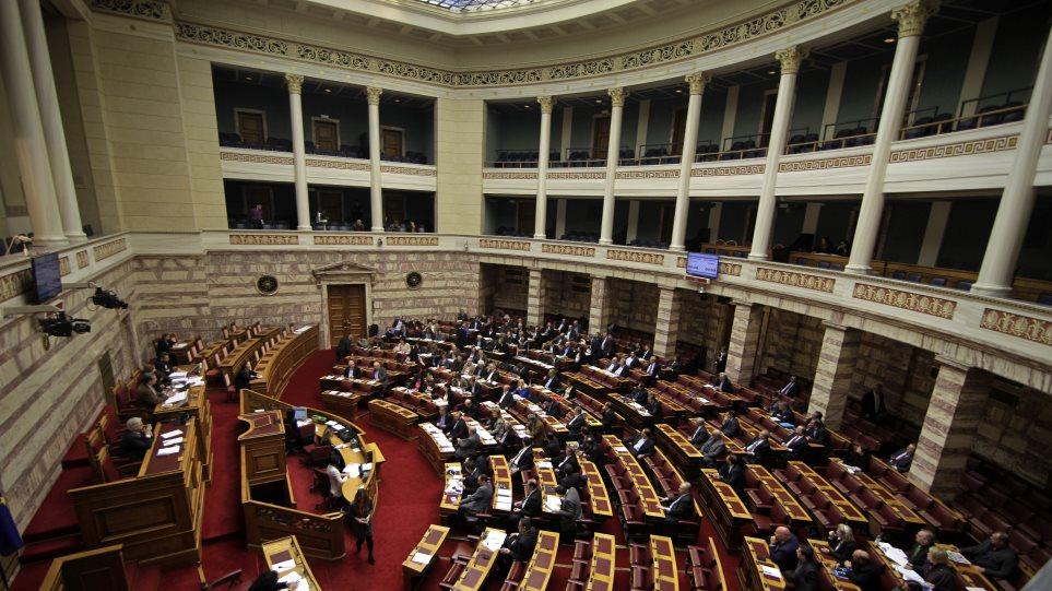 Υπερψηφίστηκε το νομοσχέδιο για τη ρύθμιση οφειλών σε 100 δόσεις