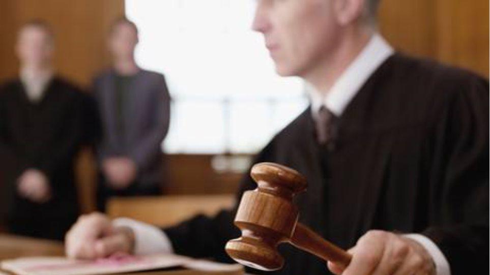 Σουηδία: Αθωώθηκε από την κατηγορία της ασέλγειας επειδή η 13χρονη έδειχνε «ανεπτυγμένη»!