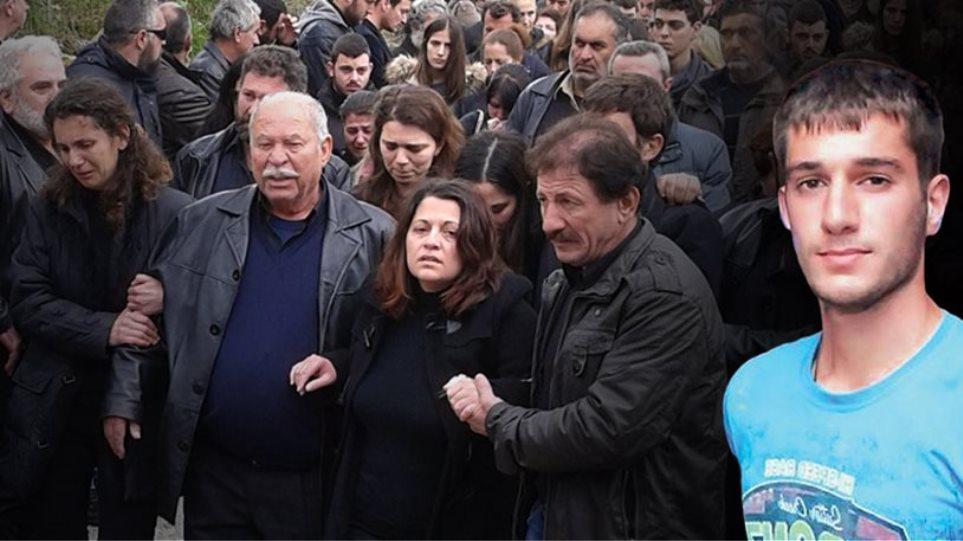 Οι γονείς του Βαγγέλη ζητούν από όλους σιωπή τις πρώτες ημέρες του πένθους