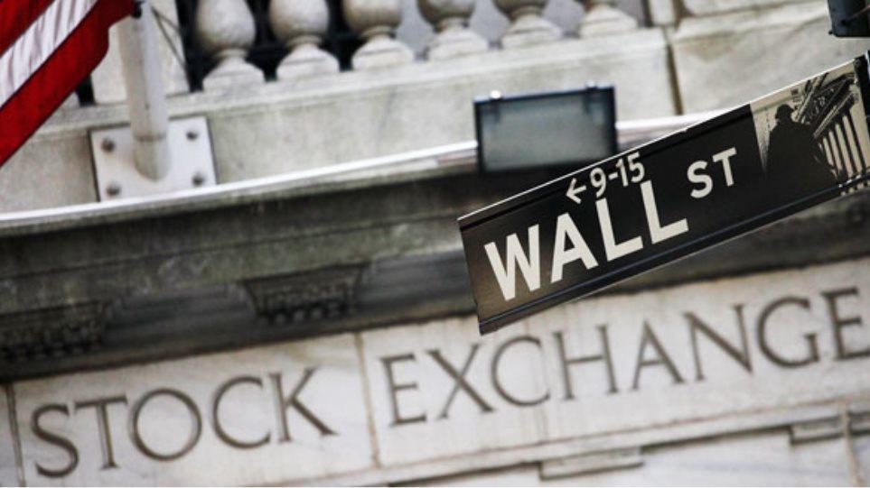 Ασθενές δολάριο και Ελλάδα έδωσαν ώθηση στη Wall Street