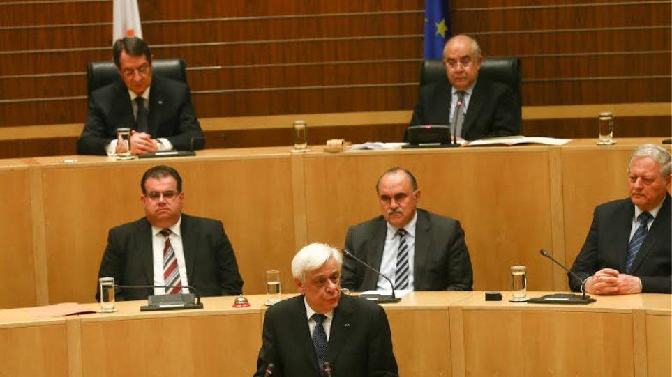 Παυλόπουλος από την Κύπρο: Οι διαπραγματεύσεις θα ξεκινήσουν όταν αποχωρήσει το Μπαρμπαρός
