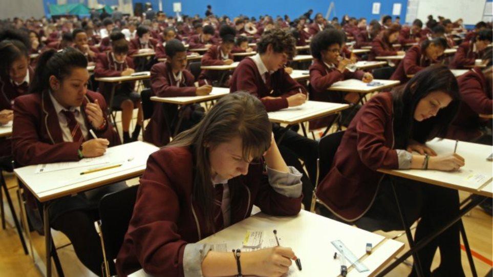 Βρετανία: Πεινασμένοι, χωρίς κάλτσες και παλτό πάνε πολλοί μαθητές στο σχολείο