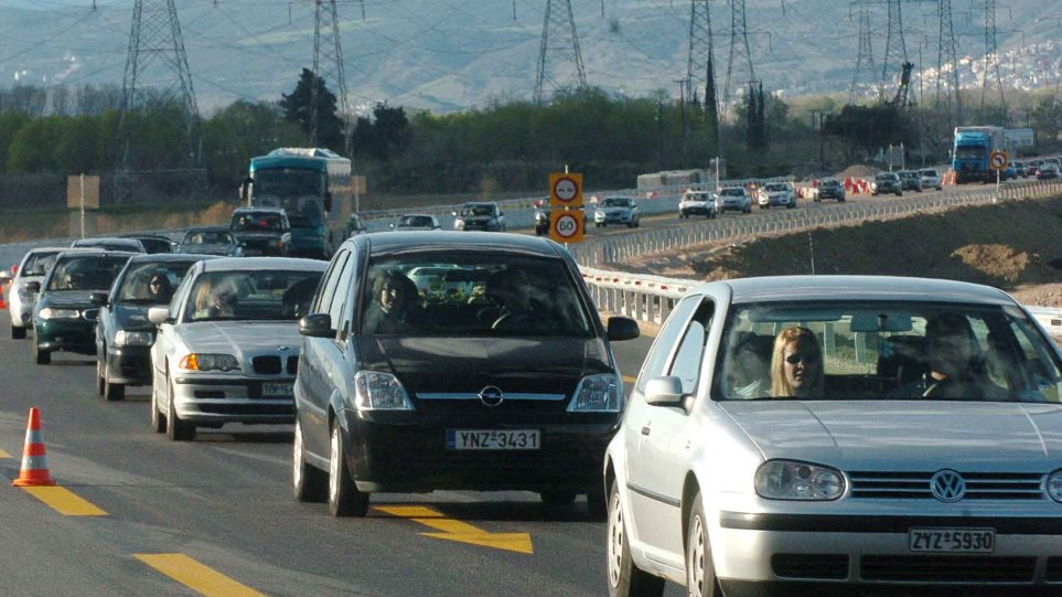Επιστρέφουν οι εκδρομείς του Πάσχα - Μεγάλες καθυστερήσεις στην Κορίνθου-Αθηνών