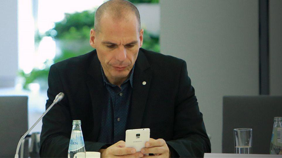 Βαρουφάκης: Δεν πήγα στο δείπνο με τους άλλους υπουργούς γιατί είναι βαρετά!