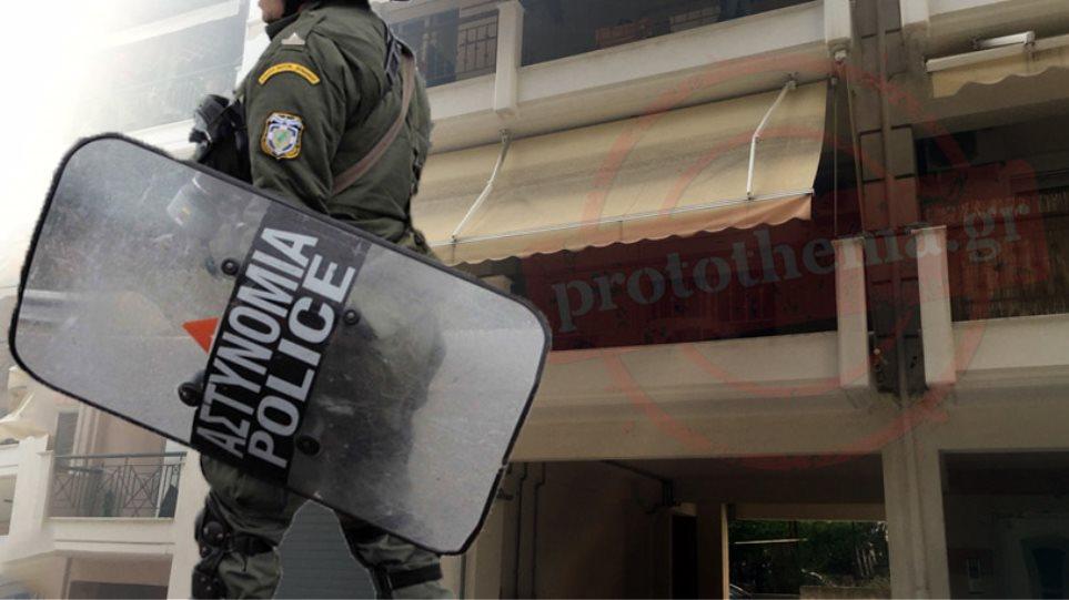 Σοκ στη Θεσσαλονίκη: Αστυνομικός στραγγάλισε το 7χρονο κοριτσάκι του!