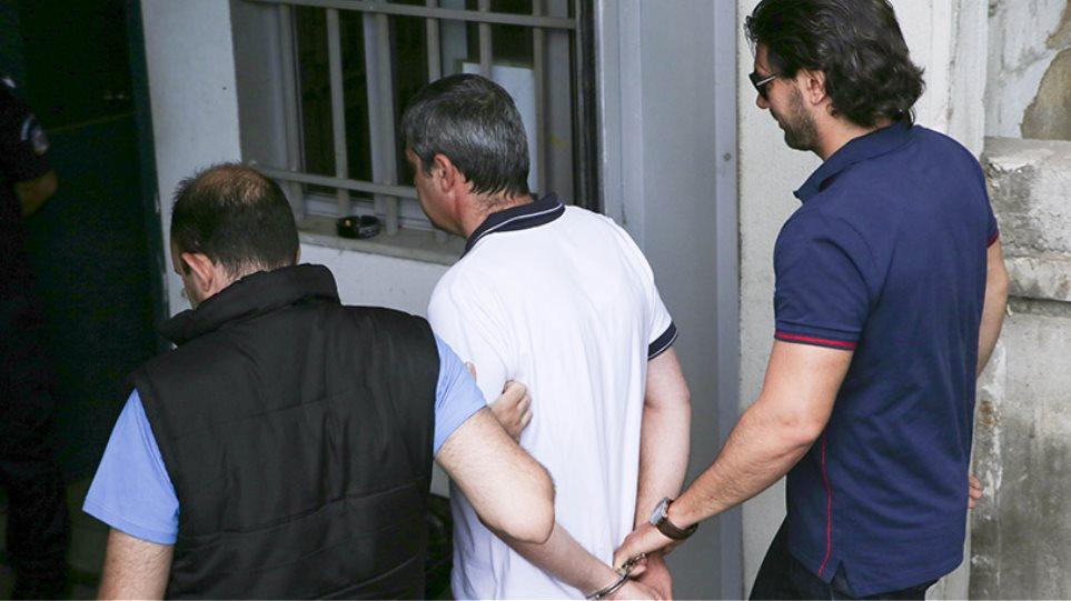 Τώρα ζητά ψυχίατρο ο αστυνομικός που στραγγάλισε την κόρη του