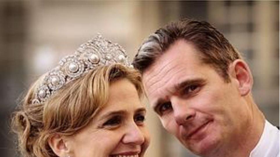O βασιλιάς Φελίπε πήρε το... στέμμα της πριγκίπισσας αδερφής του!