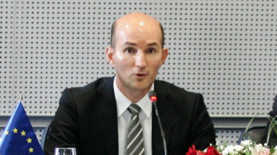 Τα Σκόπια απαγορεύουν στις ελληνικές τράπεζες τη μεταφορά μετρητών από τις θυγατρικές τους στην πΓΔΜ