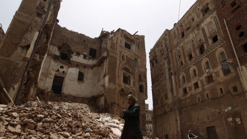Υεμένη: Πέντε νεκροί από βομβαρδισμούς στην Σαναά - Καταστροφή ιστορικών κτιρίων