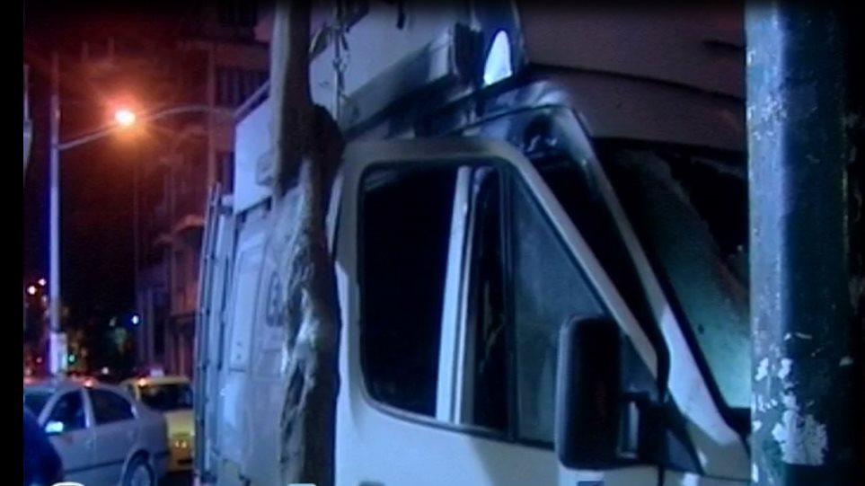 Επίθεση αντιεξουσιαστών με μολότοφ στα γραφεία του ΠΑΣΟΚ - Κινδύνεψαν ζωές