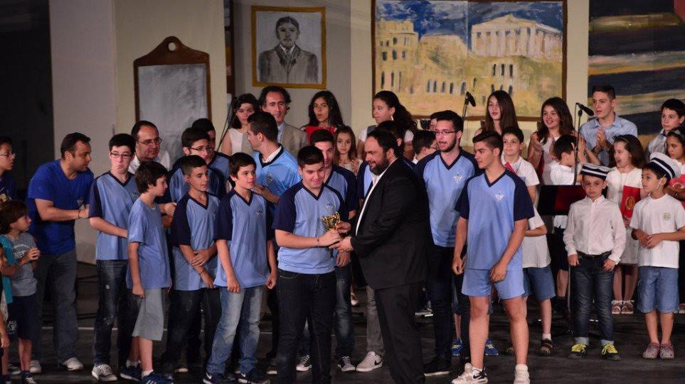 Στη γιορτή νεολαίας της Μητρόπολης Πειραιά ο Βαγγέλης Μαρινάκης