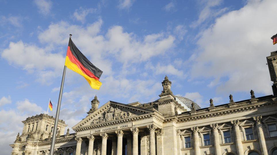 Βερολίνο: Η Γερμανία θέλει την Ελλάδα στην Ευρωζώνη