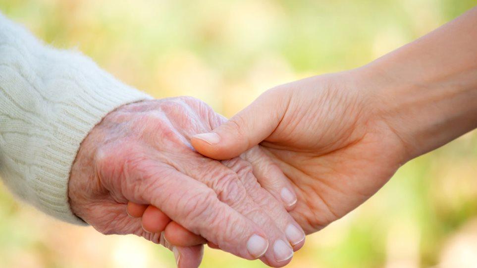 Γιατί μας δυσκολεύουν τόσο τα γεράματα των γονιών μας;