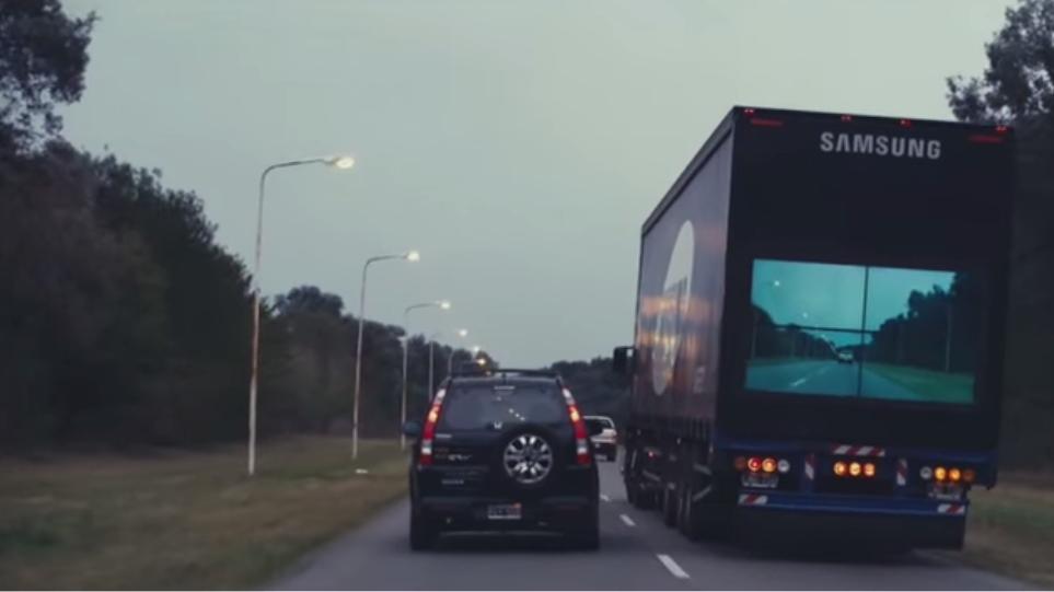 Βίντεο: Οθόνη σε νταλίκα δείχνει αν μπορείτε να προσπεράσετε