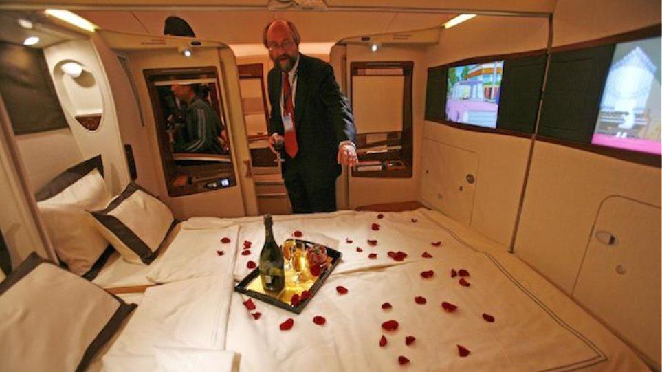 Σουίτες, μπάτλερ και ακριβά κρασιά στα 35.000 πόδια