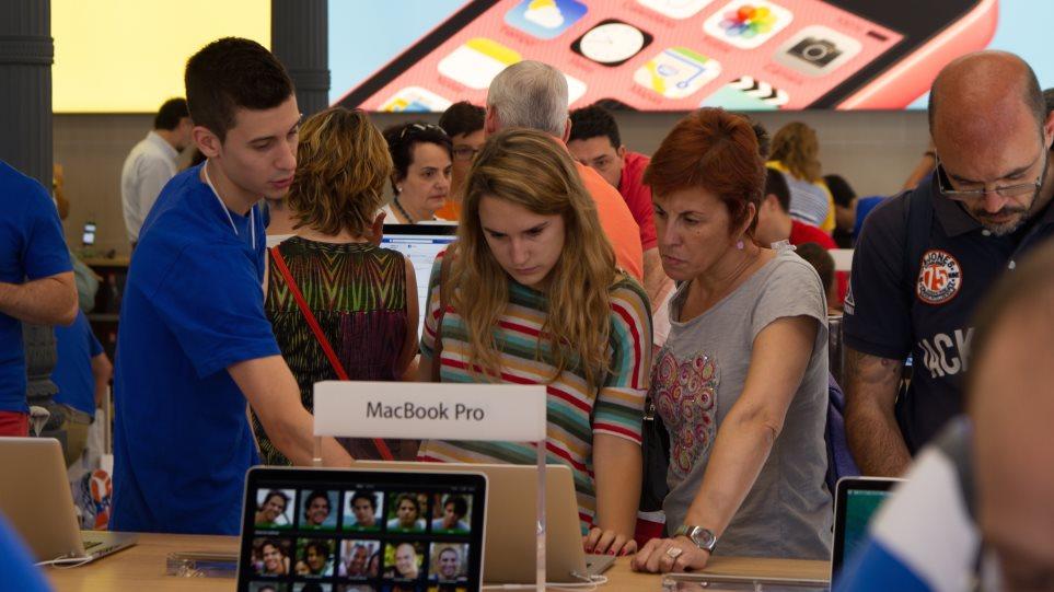 Οι Έλληνες έκαναν τα ευρώ τους iPhone, iPad και Mac υπό την απειλή Grexit