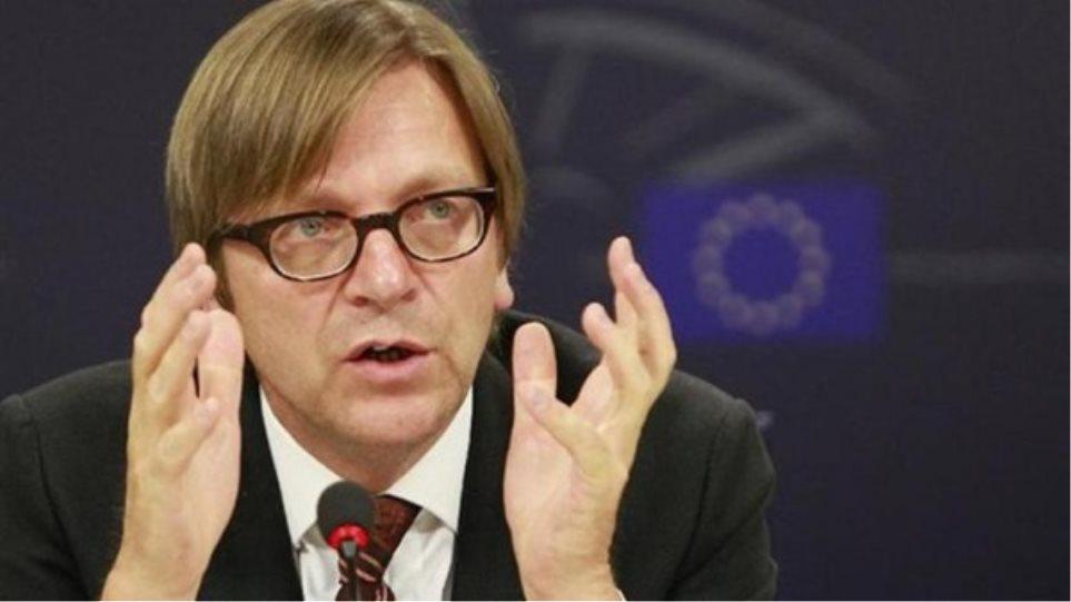 Φερχόφστατ: «Η Ελλάδα βρίσκεται πιο κοντά στην παραμονή στο ευρώ»