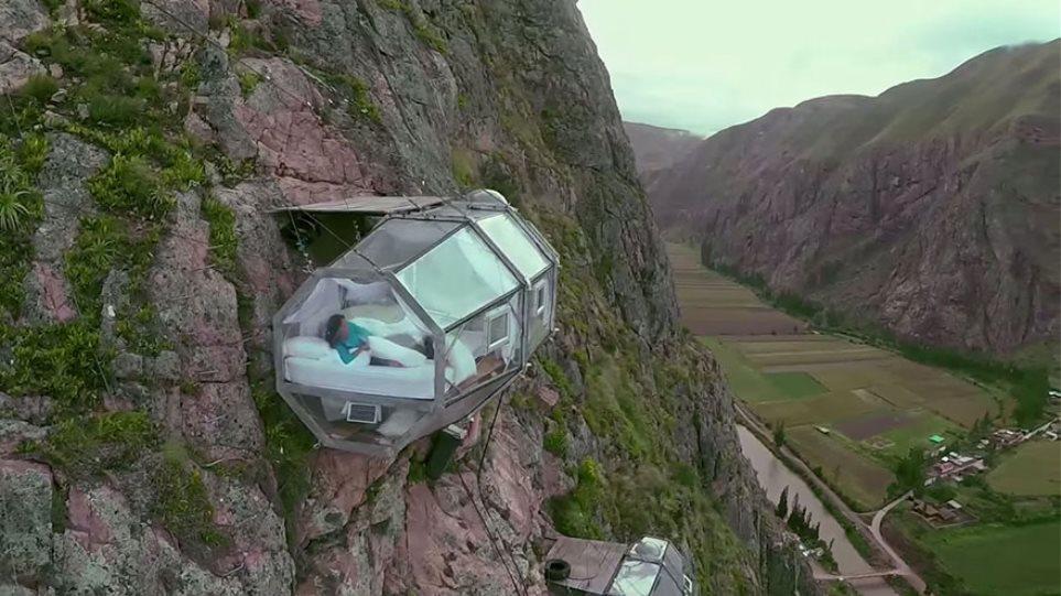 Εσείς θα τολμούσατε να κοιμηθείτε σε μία κάψουλα 120 μέτρα πάνω από το έδαφος;
