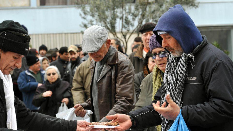 New York Times: Οδοιπορικό στην Αθήνα της ανθρωπιστικής κρίσης και των capital controls
