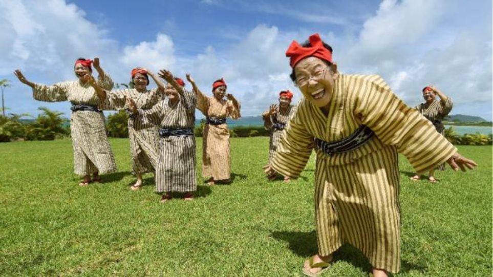 Βίντεο: Δείτε το ποπ συγκρότημα των γιαγιάδων που έχει ξετρελάνει την Ιαπωνία