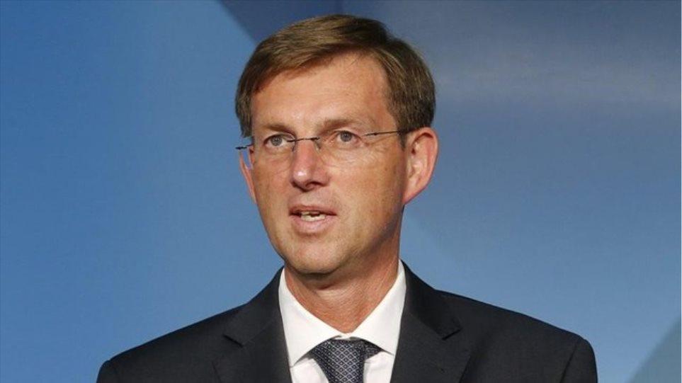 Η Ελλάδα να παραμείνει στην Ευρωζώνη, λέει ο πρωθυπουργός της Σλοβενίας