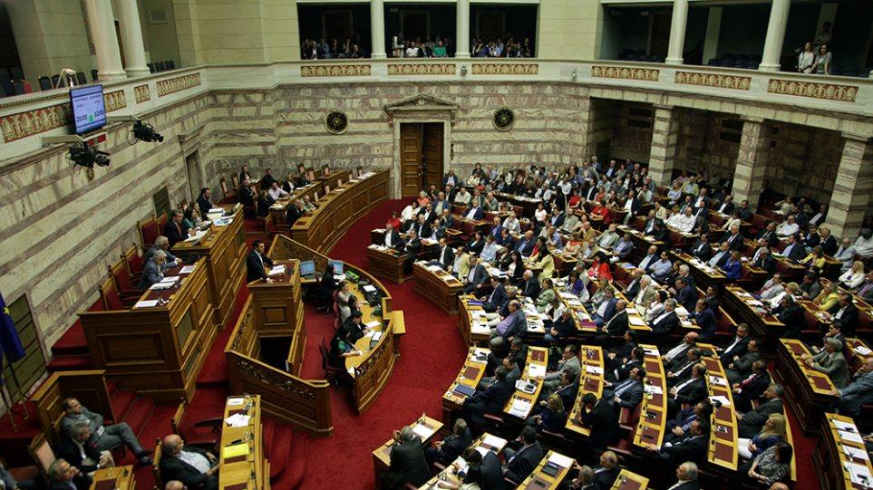 Η ώρα της Βουλής: Τι μέτρα πρέπει να «περάσουν» μέχρι την Τετάρτη