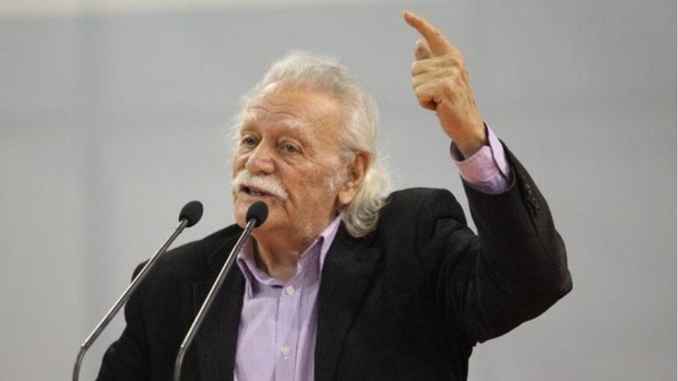 Μανόλης Γλέζος: «Ο λευκός καπνός της Συνόδου ήταν από τις στάχτες της Ελλάδας»