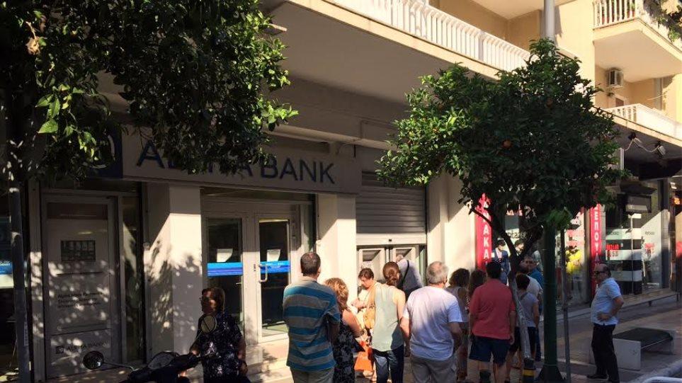 Η συμφωνία επετεύχθη, αλλά οι ουρές στις τράπεζες παραμένουν
