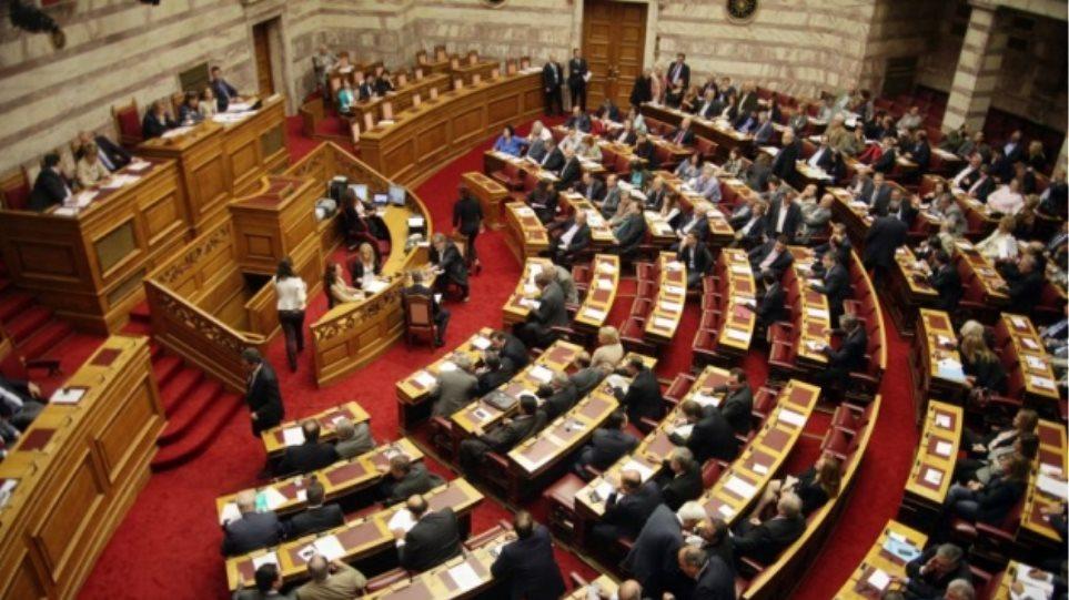 Δείτε live - Συνεδριάζουν οι επιτροπές στη Βουλή για τη συμφωνία