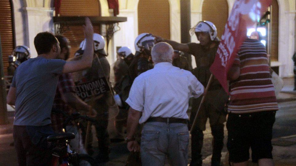 Την απελευθέρωση των συλληφθέντων ζητά η ΑΔΕΔΥ