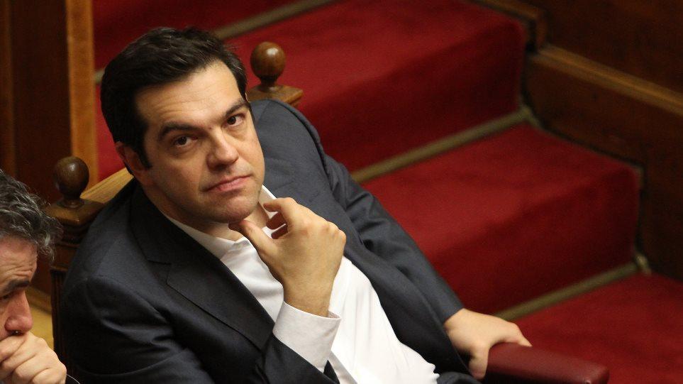 Economist: Από την οργή στην παραίτηση - Πώς ο Τσίπρας δέχτηκε τα σκληρά μέτρα
