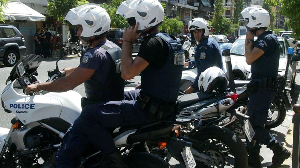 Συνελήφθη γνωστός μπράβος με όπλα στο Παγκράτι