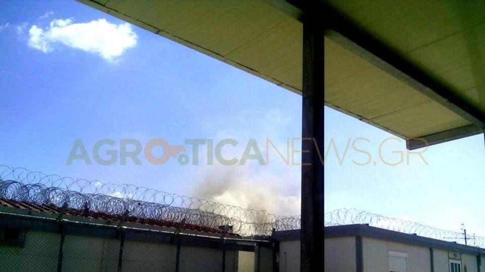 Αμυγδαλέζα: Φωτιά σε κοντέινερ στο Κέντρο Φιλοξενίας Μεταναστών
