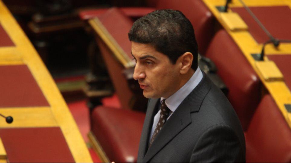 Αυγενάκης προς κυβέρνηση: Δώστε το όνομα του υπουργού που «σήκωσε» 200.000 ευρώ