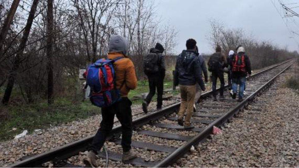 ΠΓΔΜ: Στρατός και αστυνομία στα σύνορα με την Ελλάδα για ν' αντιμετωπίσουν τις «ορδές» μεταναστών
