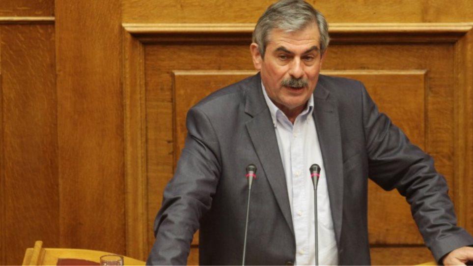 Πετράκος: «Δεν παραδίδουμε τις έδρες»