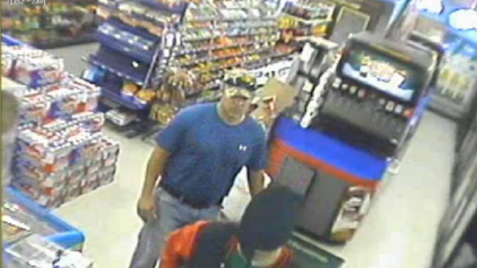 Βίντεο: Πυροσβέστης εξουδετερώνει επίδοξο ληστή σε κατάστημα στο Τέξας