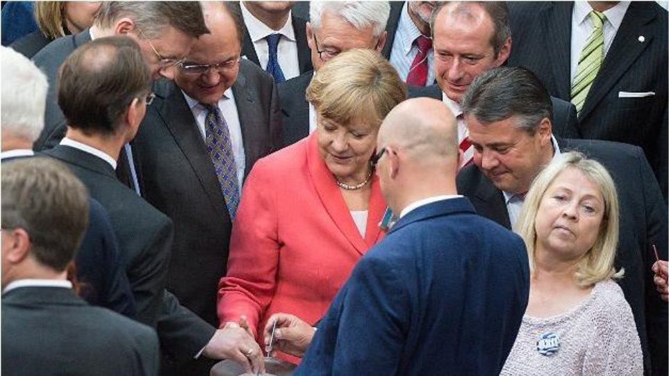 Ενέκρινε η Γερμανία το ελληνικό πακέτο: 439 «ναι», 119 «όχι», 40 αποχές