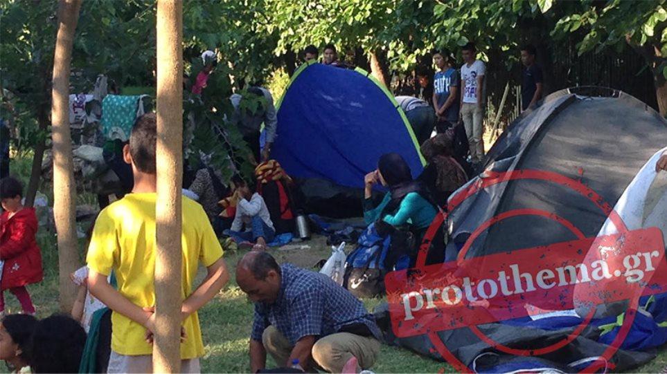 Εστησαν σκηνές και στο Πεδίον του Άρεως οι μετανάστες