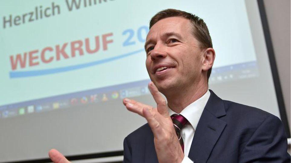 Γερμανία: Ίδρυσε νέο κόμμα ο πρώην επικεφαλής του σχηματισμού κατά του ευρώ