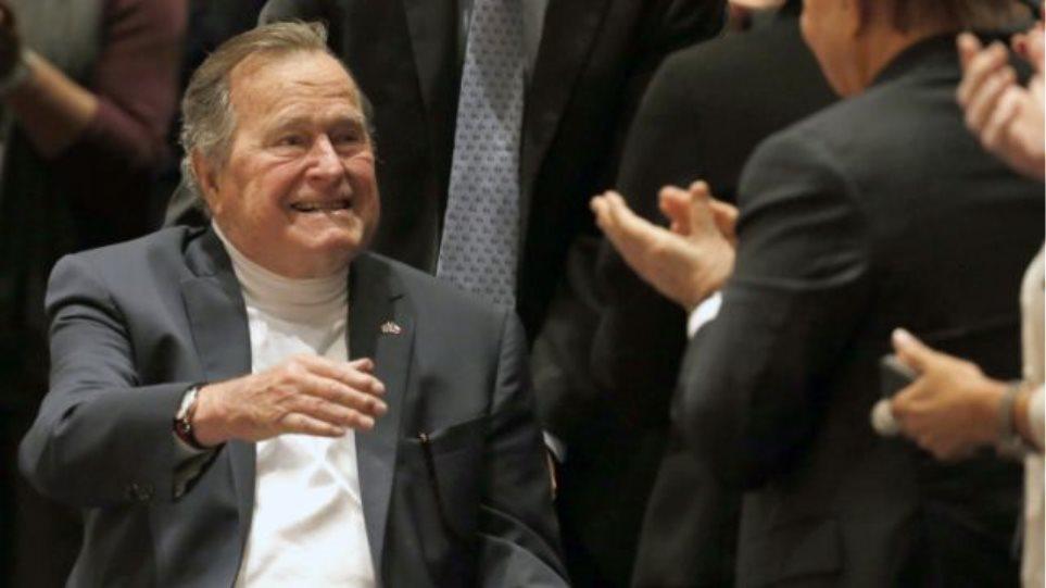 Εξιτήριο από το νοσοκομείο πήρε ο 91χρονος Τζορτζ Μπους ο πρεσβύτερος