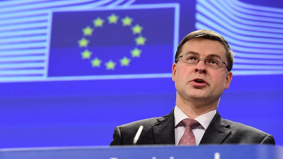 Ντομπρόβσκις: Η ευρωζώνη μπορεί να μπλοκάρει τη βοήθεια, αν καθυστερήσουν οι μεταρρυθμίσεις