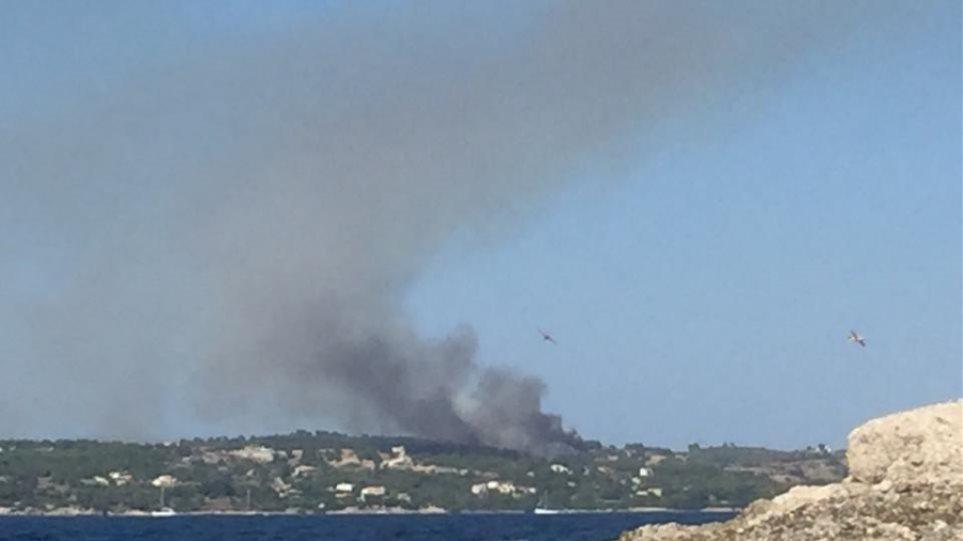 Υπό έλεγχο οι φωτιές σε Σάμο και Ερμιόνη, σε ύφεση στο Ναύπλιο