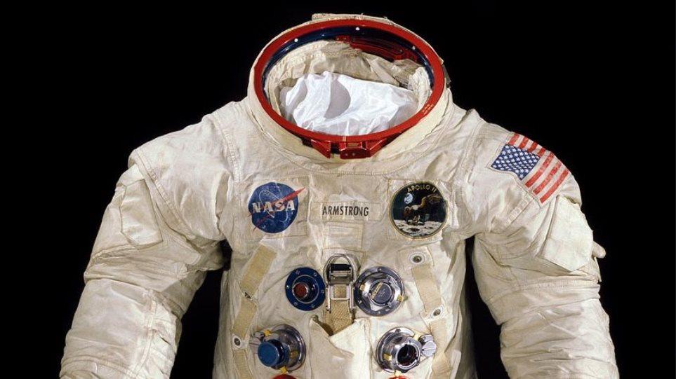 HΠΑ: 500.000 δολάρια για την διάσωση της στολής του πρώτου αστροναύτη