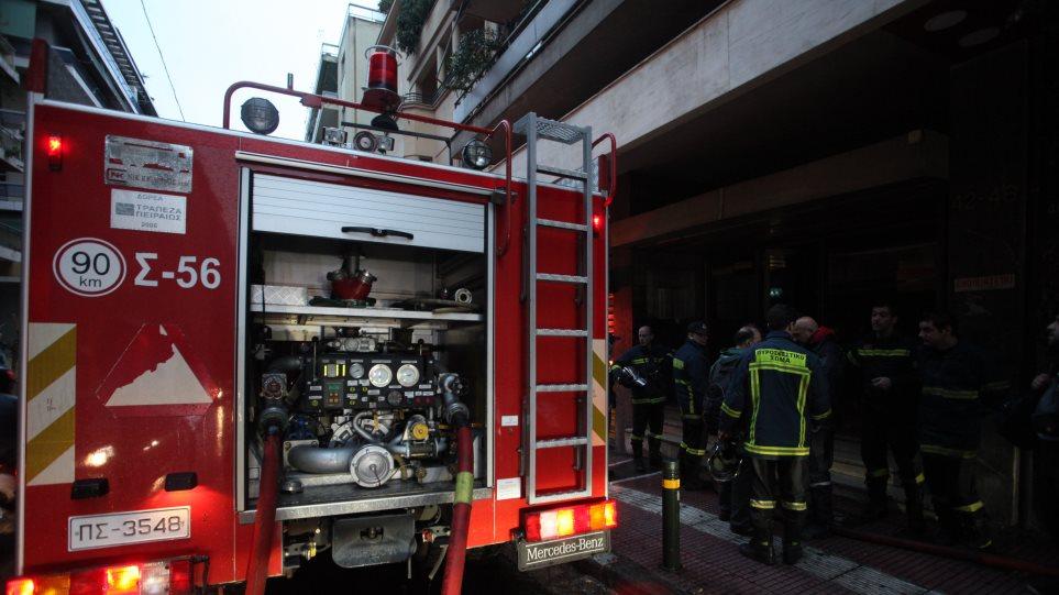 Πυρκαγιά σε αναψυκτήριο στον Πειραιά