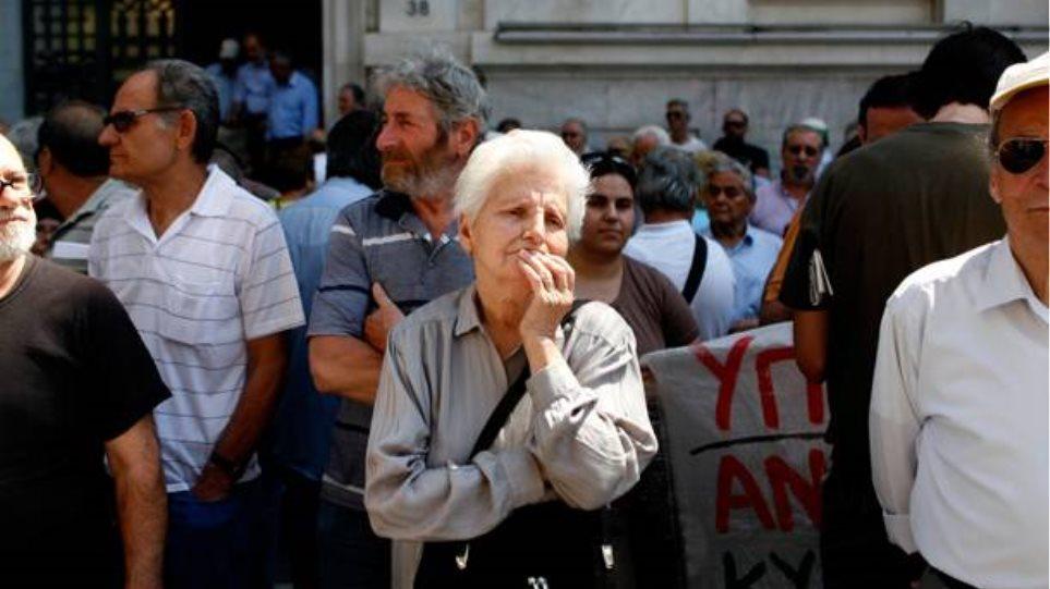 Σοκ για 2,5 εκατ. συνταξιούχους: Αναδρομική μείωση συντάξεων από τον Ιούλιο